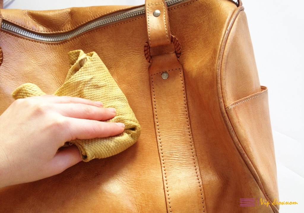 Почистить кожу на сумке в домашних условиях
